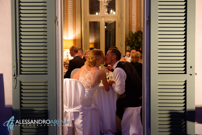 Italian wedding venue Lombardia Villa Bossi - kiss