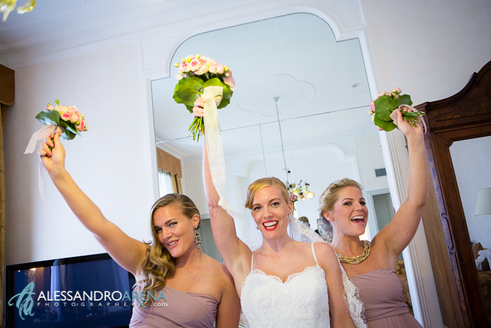 wedding in villa borghi - bride and sisters