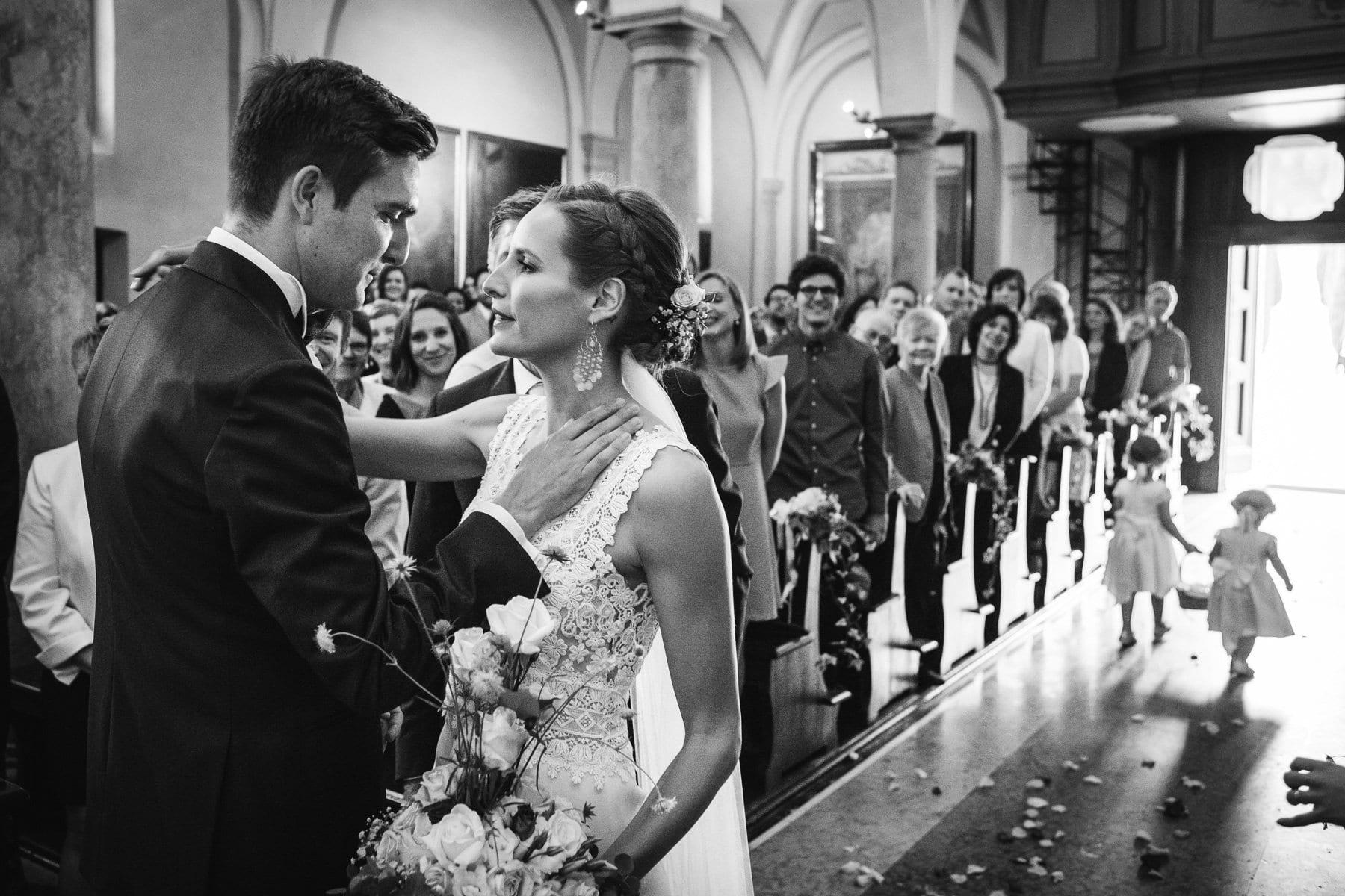 Incontro degli sposi sull'altare