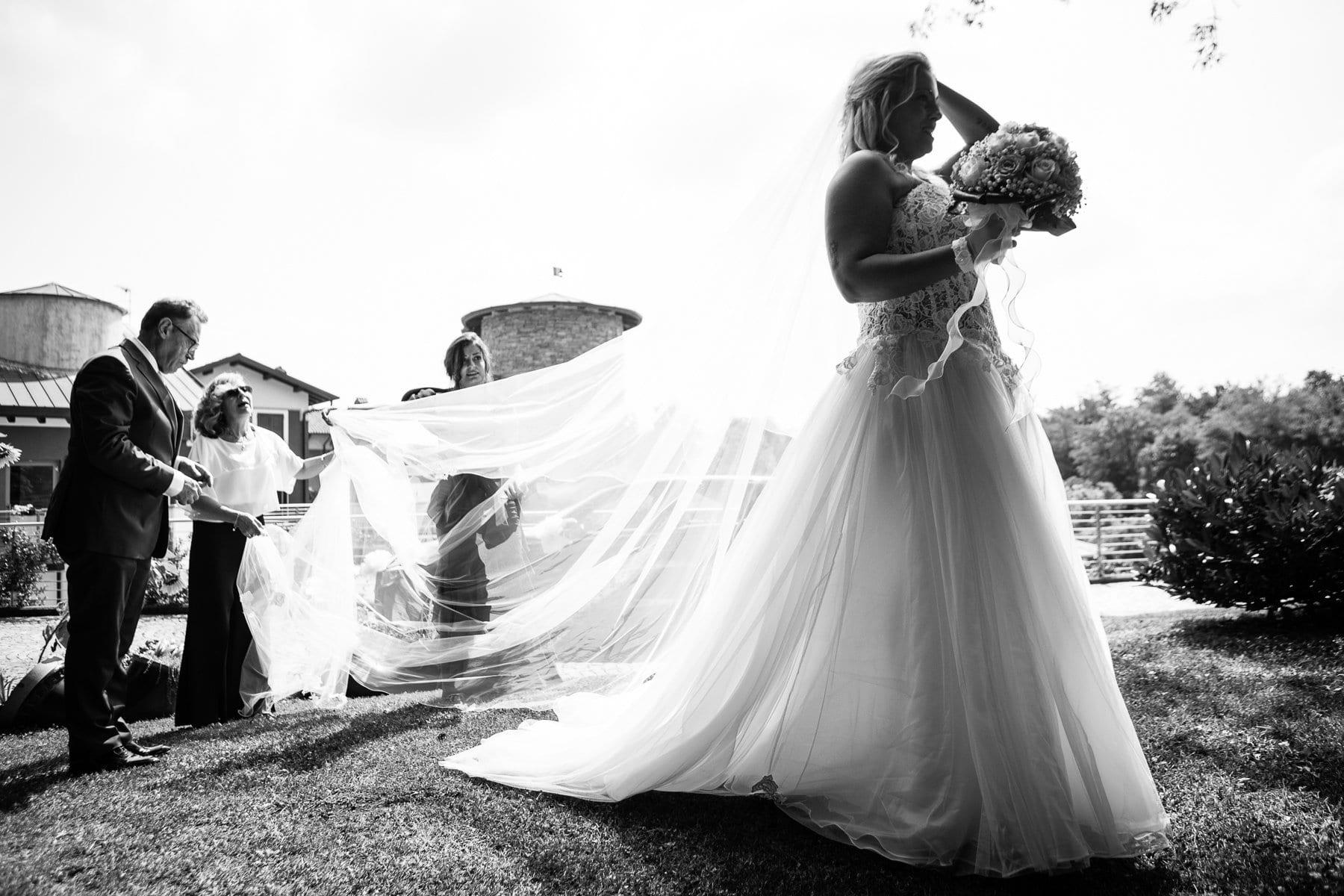 Sposa si prepara per il rito civile