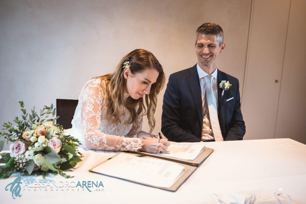 foto matrimonio rito civile castello Sasso Corbaro Bellinzona - Firma