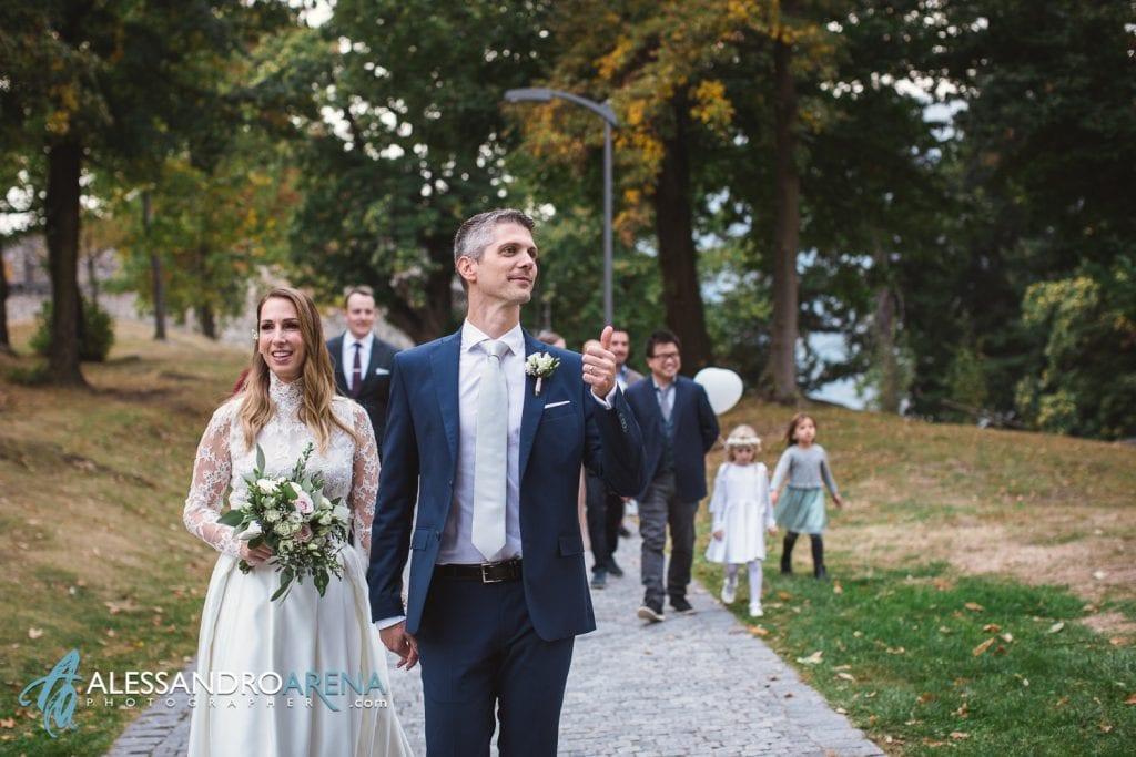 foto matrimonio rito civile castello Sasso Corbaro Bellinzona - Sposi lasciano il castello di sasso corbaro