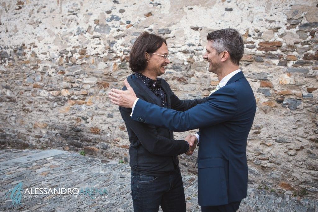 matrimonio castello Sasso Corbaro Bellinzona- - Lo sposo accogli gli invitati