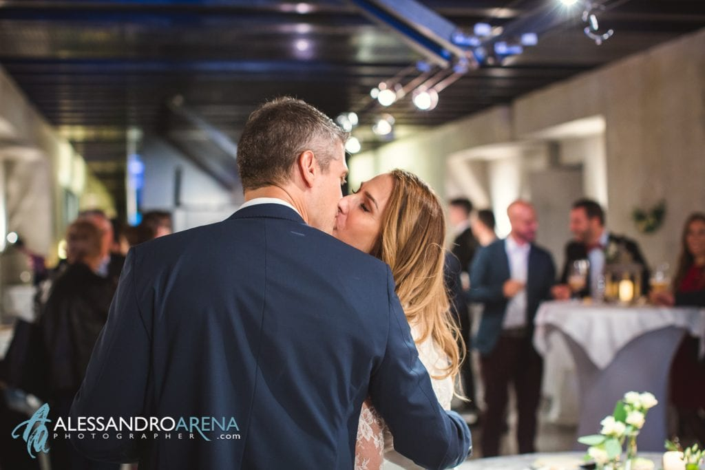 Matrimonio ricevimento ristorante Castelgrande Bellinzona - Bacio tra gli sposi