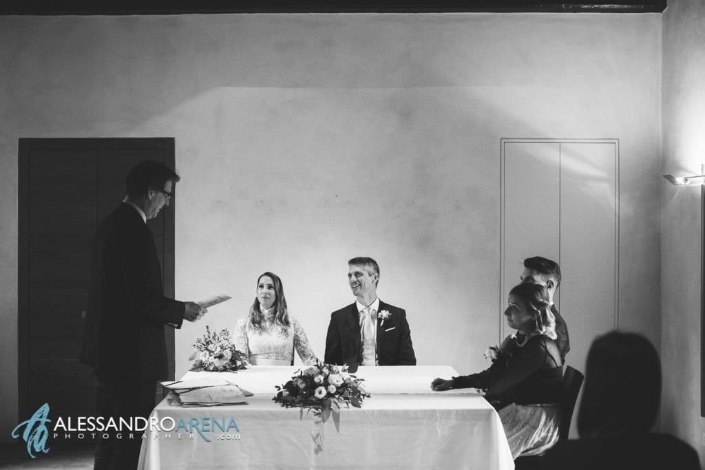 rito civile castello Sasso Corbaro Bellinzona - Sposi con il sindaco