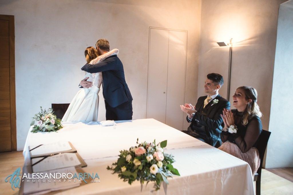 rito civile castello Sasso Corbaro Bellinzona - Sposi abbraccio