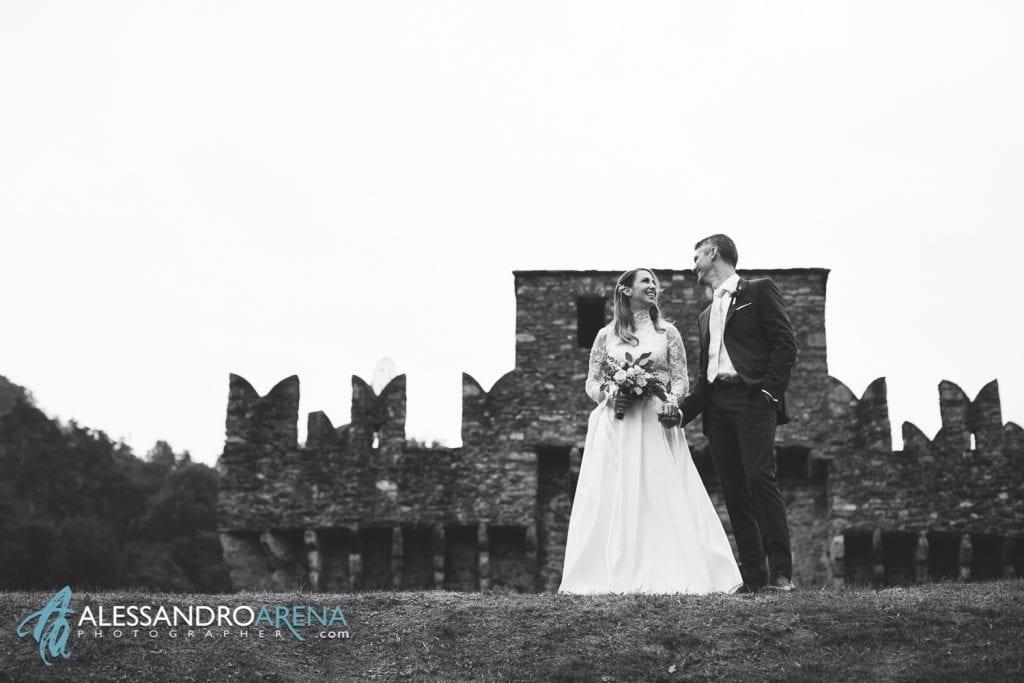 Sposi castello di  Montebello Bellinzona - Mano nella mano