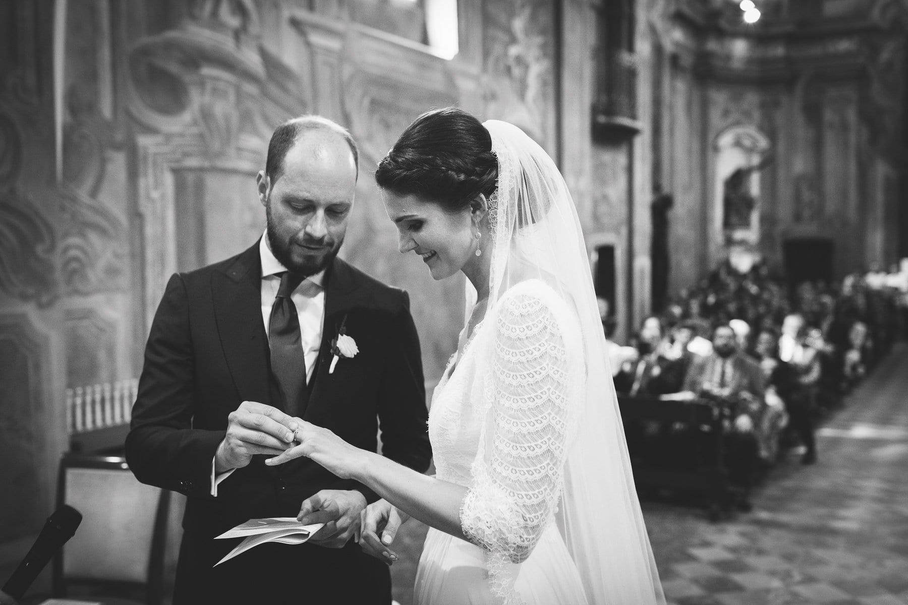 Foto matrimonio Varese Chiesa Sant'Antonio Abate - Scambio degli anelli