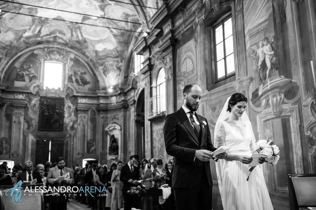 Sposi all'altare - Chiesa Sant'Antonio Abate alla Motta - Matrimonio a Varese - Alessandro Arena Fotografo-11