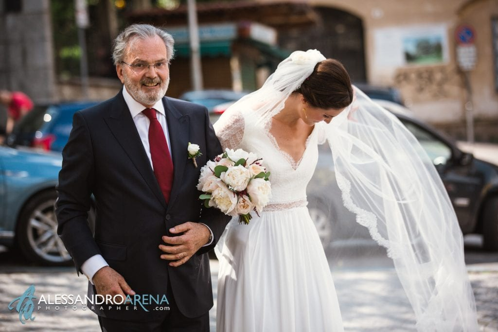 Arrivo della sposa - Chiesa Sant'Antonio Abate alla Motta - Matrimonio a Varese - Alessandro Arena Fotografo