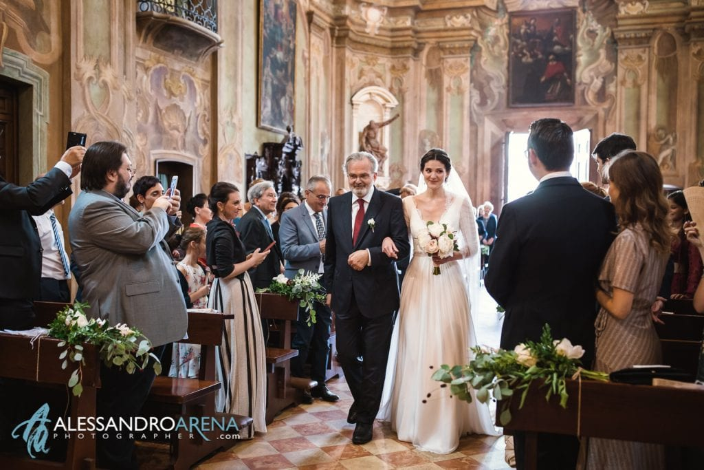 Ingresso della sposa - Chiesa Sant'Antonio Abate alla Motta - Matrimonio a Varese - Alessandro Arena Fotografo
