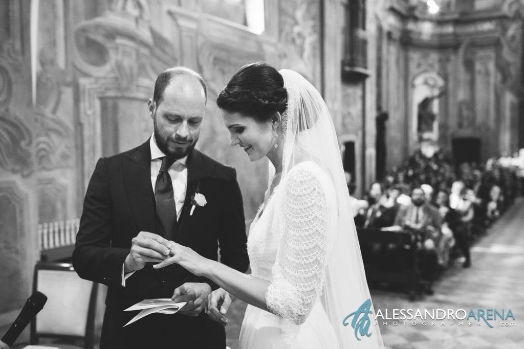 Scambio degli anelli - Matrimonio Chiesa Sant'Antonio Abate alla Motta - Matrimonio a Varese - Alessandro Arena Fotografo
