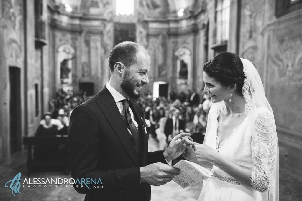 Scambio anello sposo - Matrimonio Chiesa Sant'Antonio Abate alla Motta - Matrimonio a Varese - Alessandro Arena Fotografo