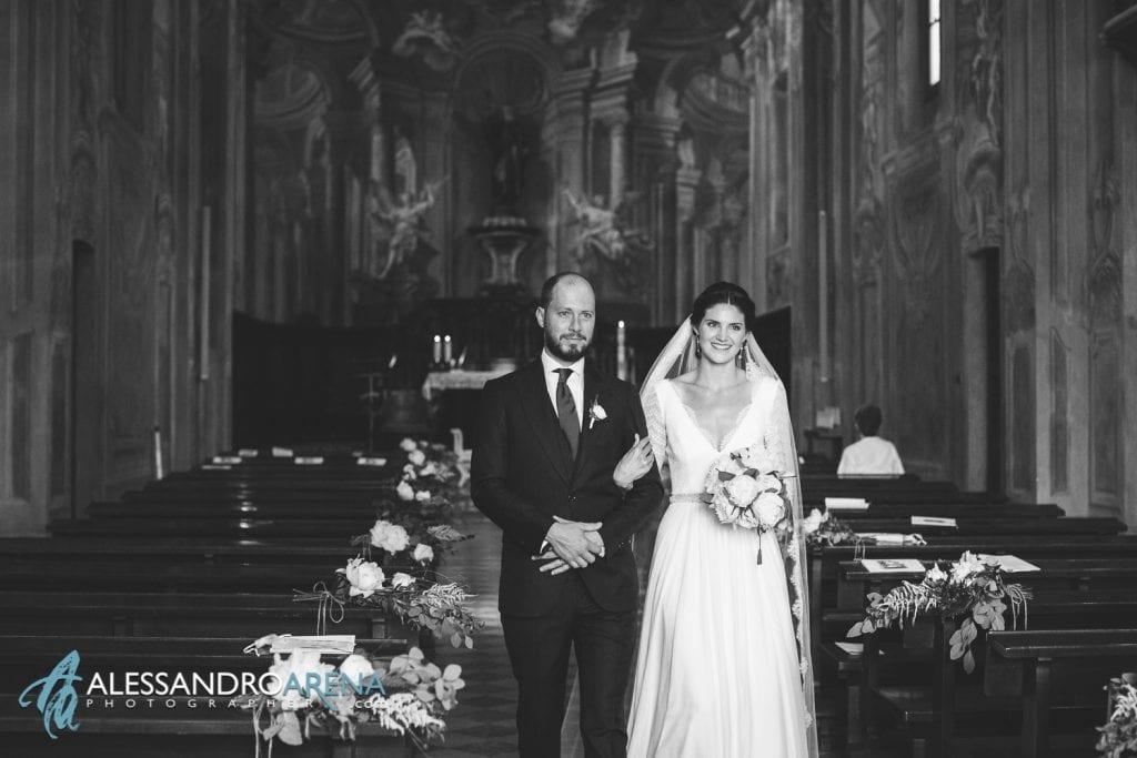 Sposi durante l'uscita - Matrimonio a Varese - Chiesa Sant'Antonio Abate - Alessandro Arena Fotografo