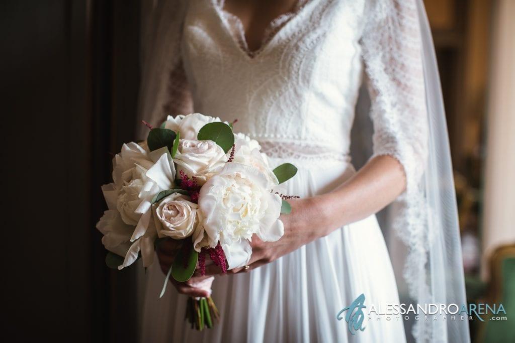 Sposa e Bouquet - Matrimonio a Varese Location Villa Esengrini Montalbano - Alessandro Arena Fotografo