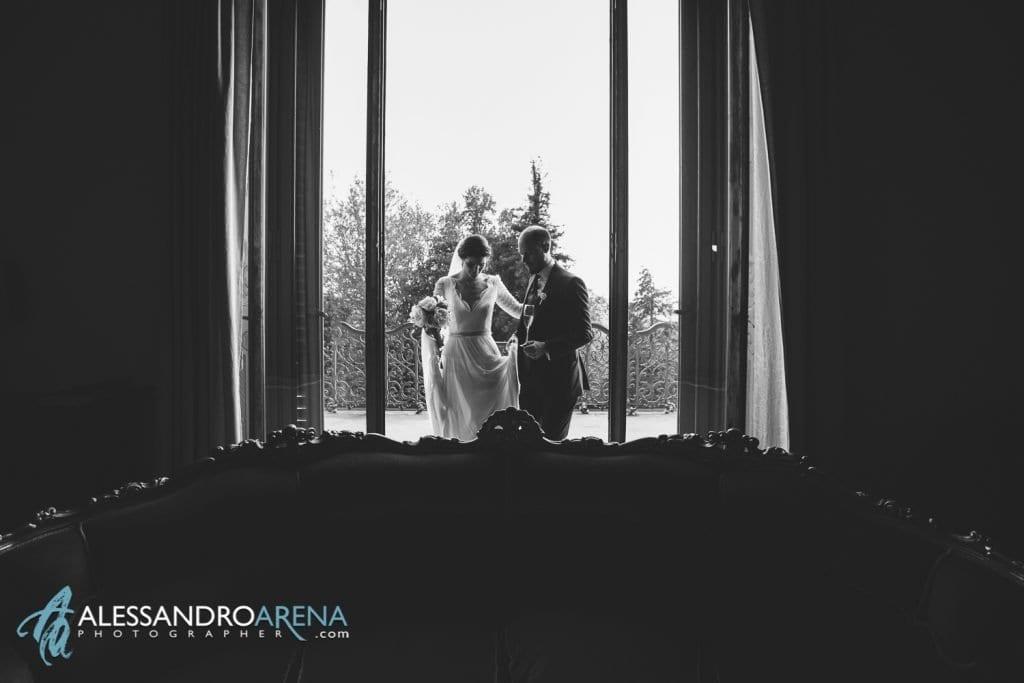 Sposi rientrano - Matrimonio a Villa Montalbano Varese - Aperitivo - Alessandro Arena Fotografo