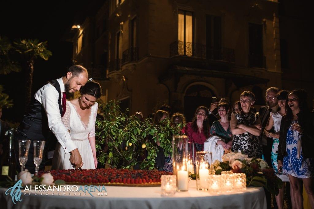 Taglio della torta - Villa Esengrini Montalbano Varese - Wedding Reportage
