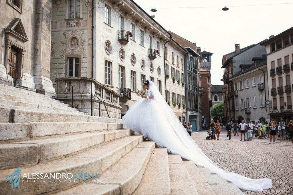 Matrimonio a Bellinzona Chiesa Collegiata - Sposa sulla scalinata