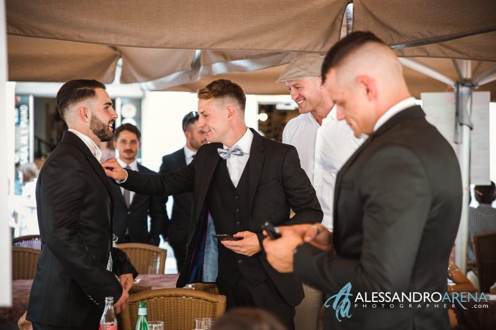 Ultimi ritocchi per lo sposo