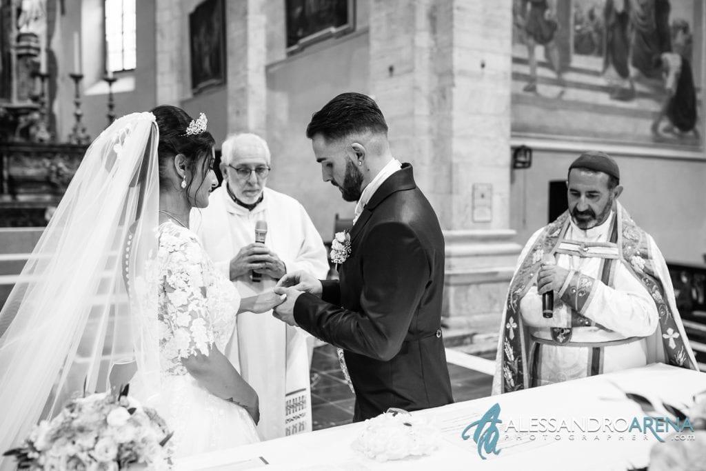 Scambio degli anelli - Foto Matrimonio Chiesa Collegiata SS Pietro e Stefano