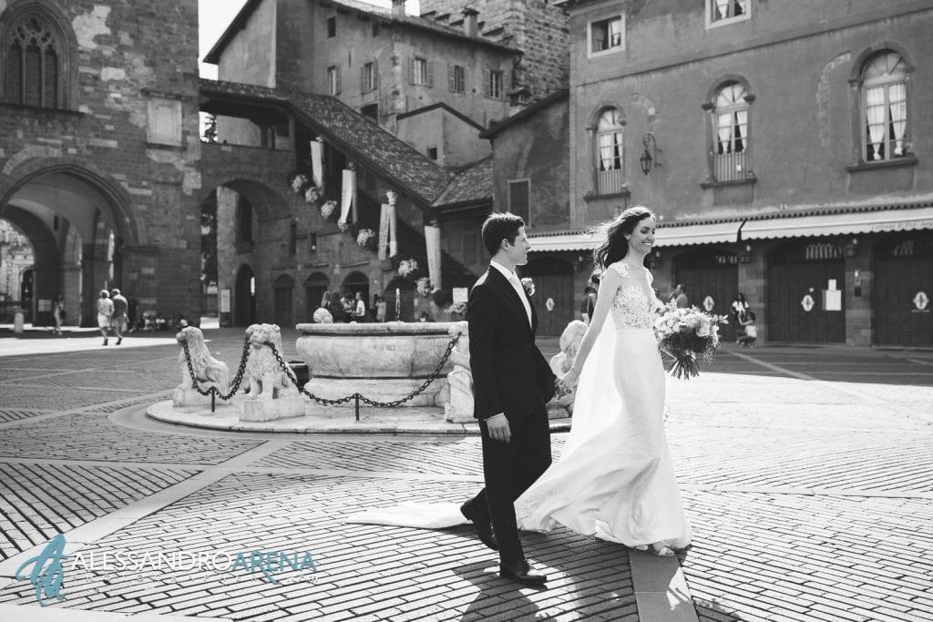 Sposi felici in Piazza Vecchia Bergamo Alta