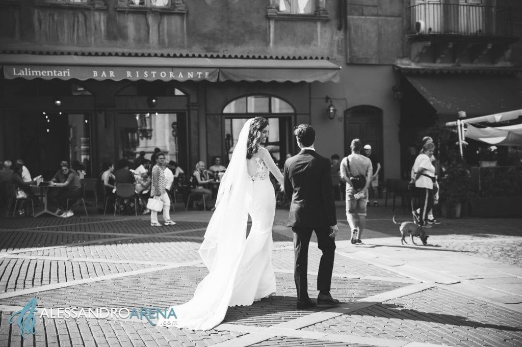 Destination Wedding Bergamo - Bride and Groom - Piazza Vecchia Bergamo Alta
