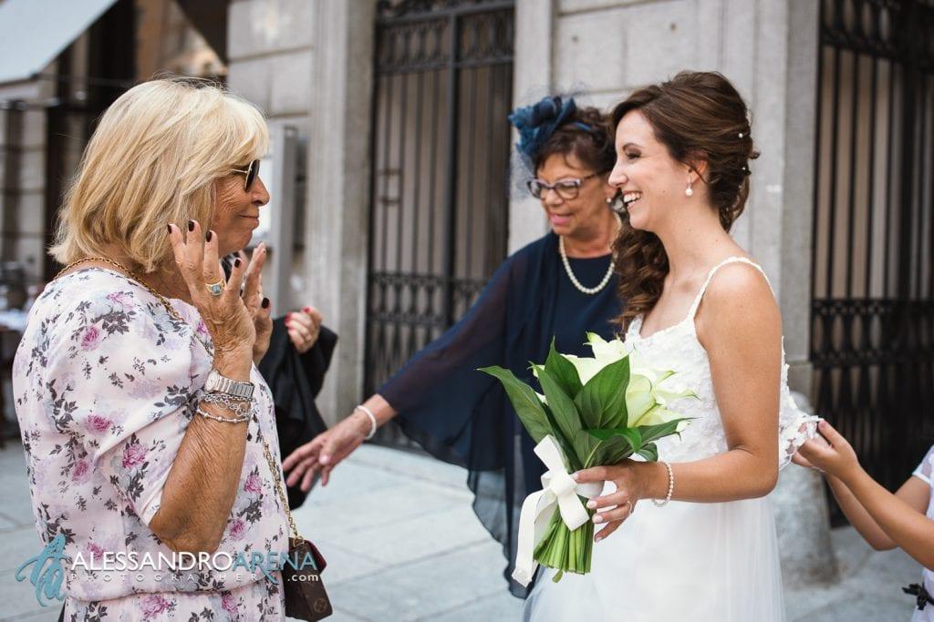 La sposa accoglie gli invitati