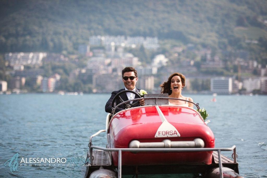 Sposi si divertono sul Pedalò sul lago di Lugano