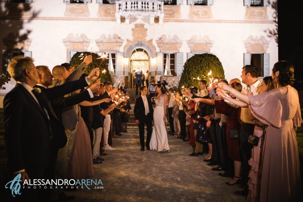Sposi tunnel di scintille - Location Matrimonio Bergamo - Villa Canton