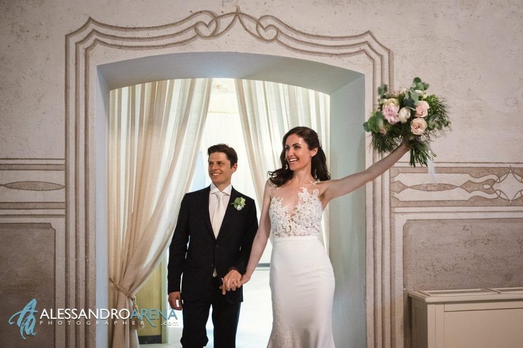 Sposi entrano in sala - Location Matrimonio Bergamo - Villa Canton