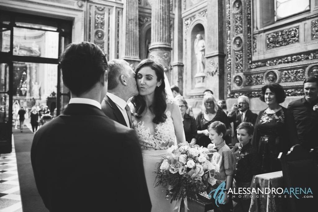 Matrimonio Duomo Bergamo Alta - Il padre saluta la figlia