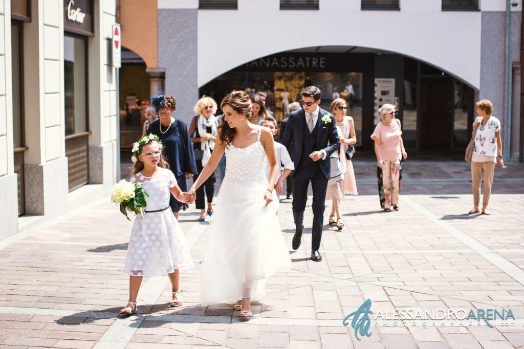 Sposi e invitati raggiungono il Ristorante Gran Cafè Al Porto di Lugano