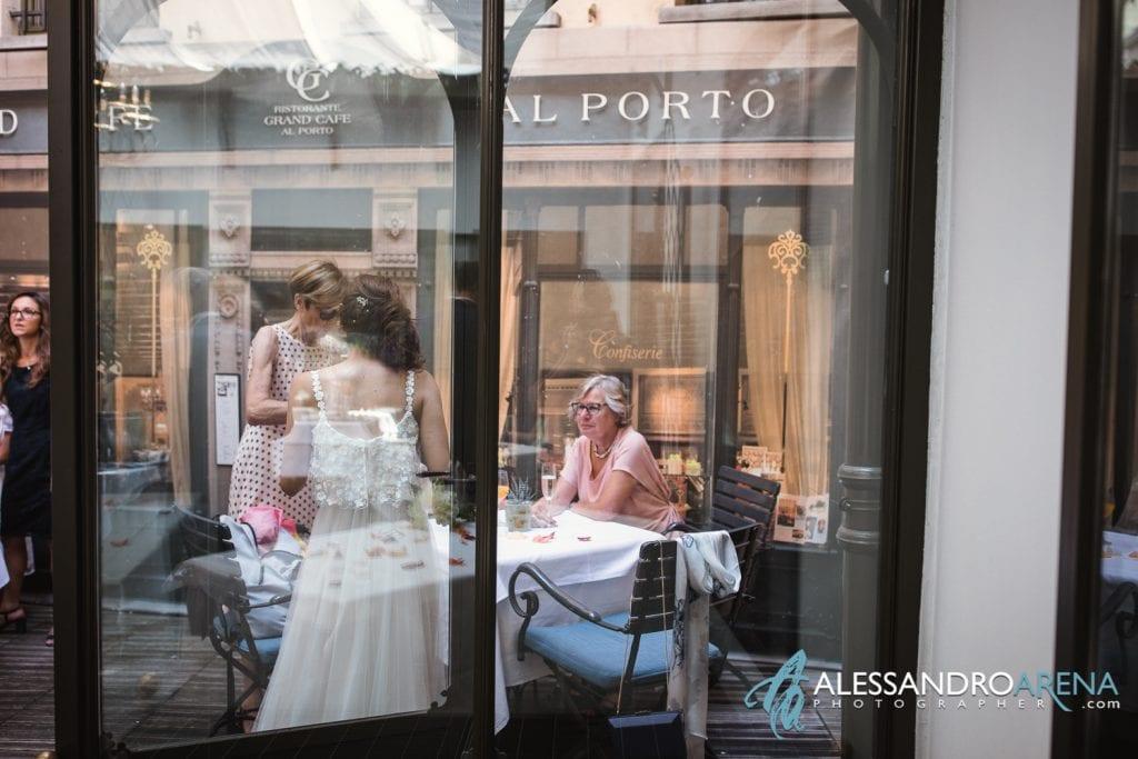 Sposa con gli invitati al Cafè Al Porto di Lugano