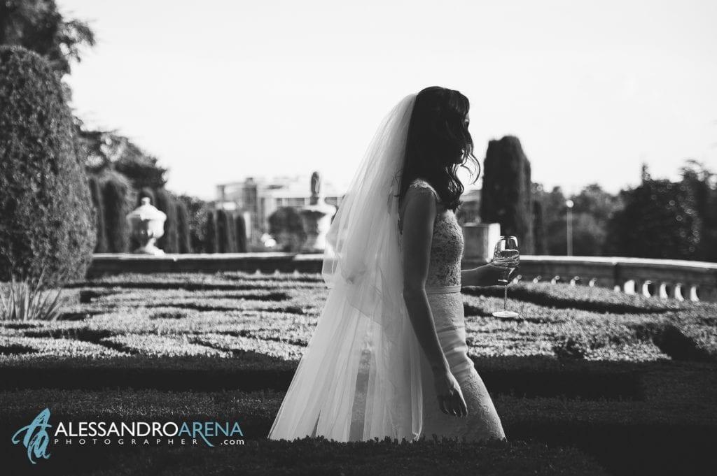 Sposa nei giardini di Villa Canton Trescore Location Matrimonio Bergamo