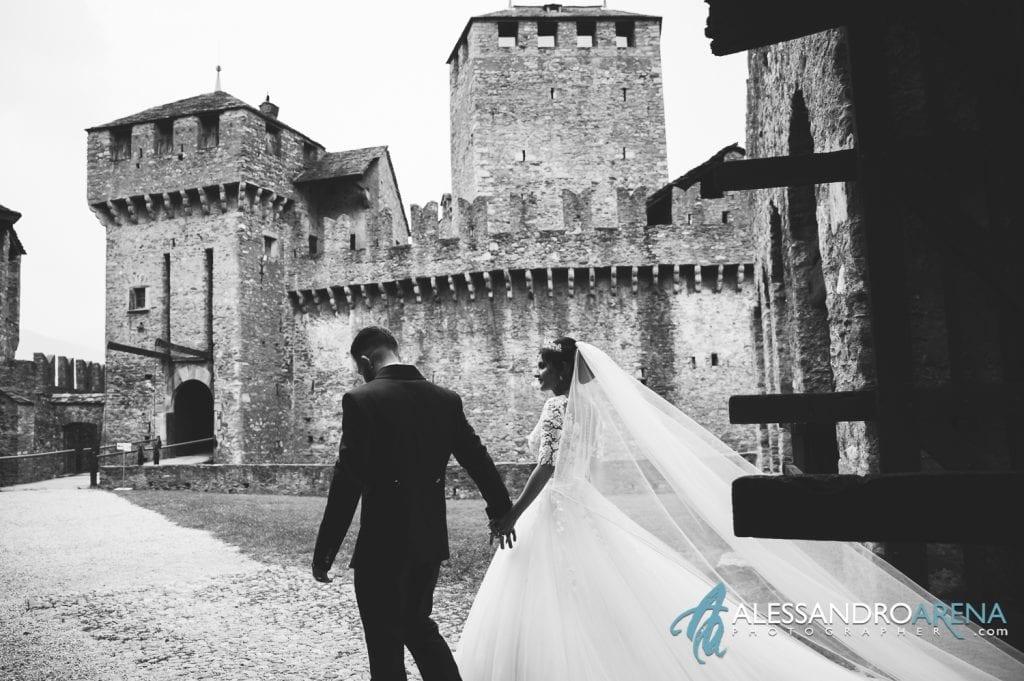 Sposi entrano al castello di Montebello Bellinzona