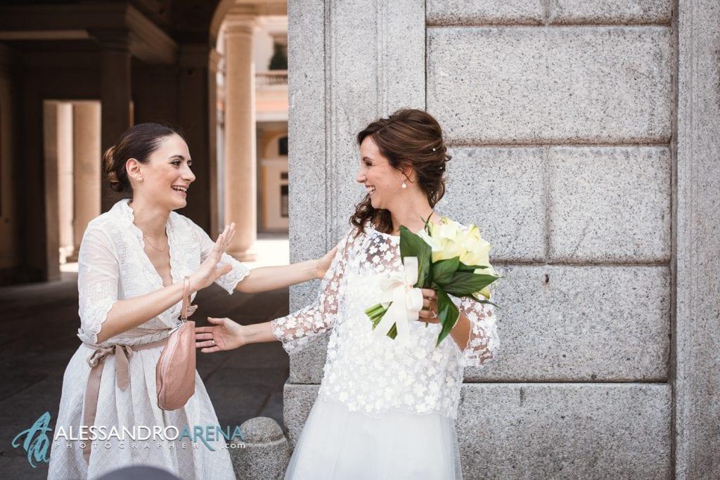 Rito civile municipio di Lugano - La sposa accoglie gli invitati