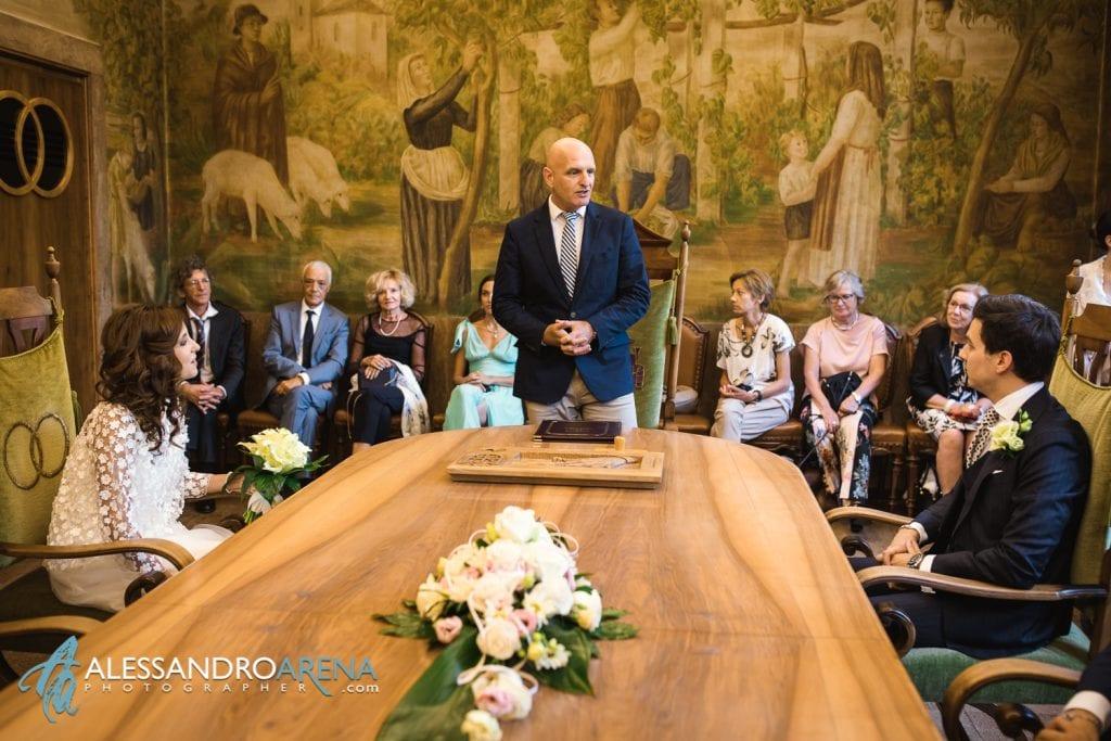 Matrimonio rito civile al municipio di Lugano - Gli sposi si accomodano in sala