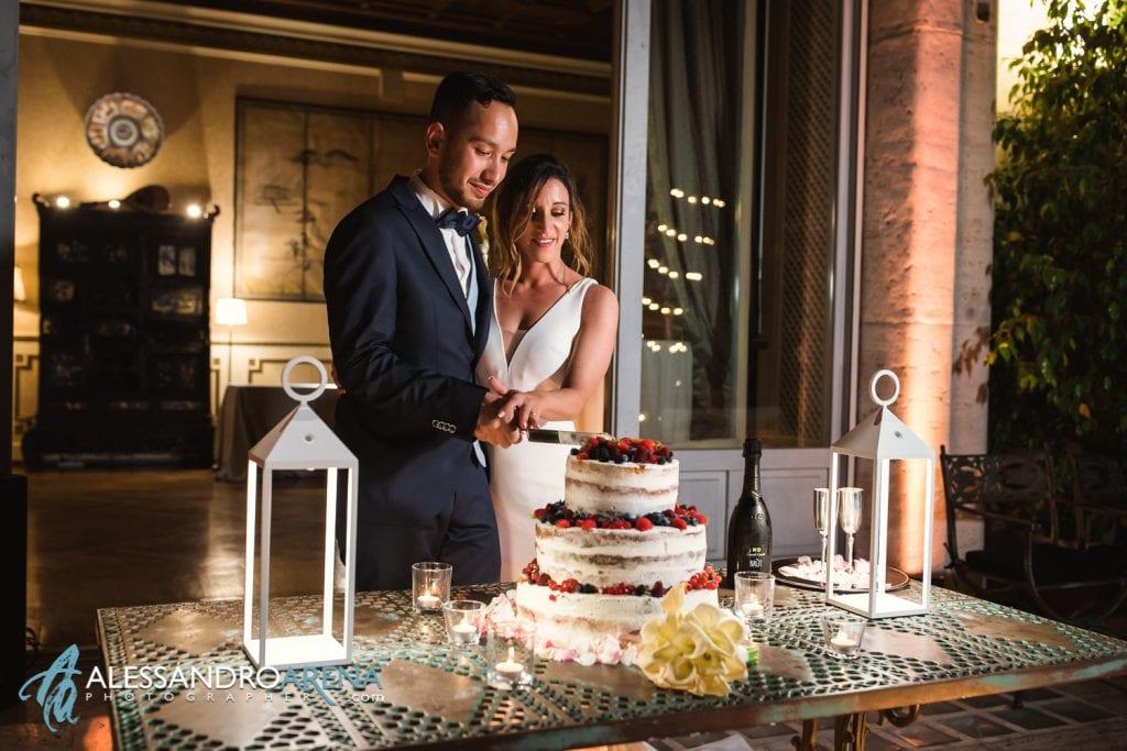 Sposi al taglio della torta