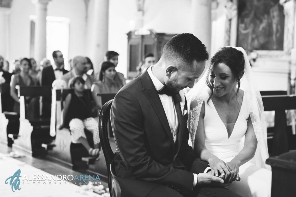 Sguardo tra gli sposi - matrimonio a Lugano Chiesa Pazzalino Pregassona - Canton Ticino