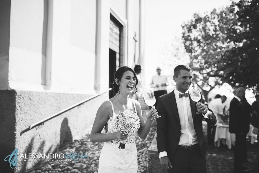 Brindisi per gli sposi - Destination Wedding Lago di Garda - Chiesa San Martino di Albisano - fotografo matrimonio Verona