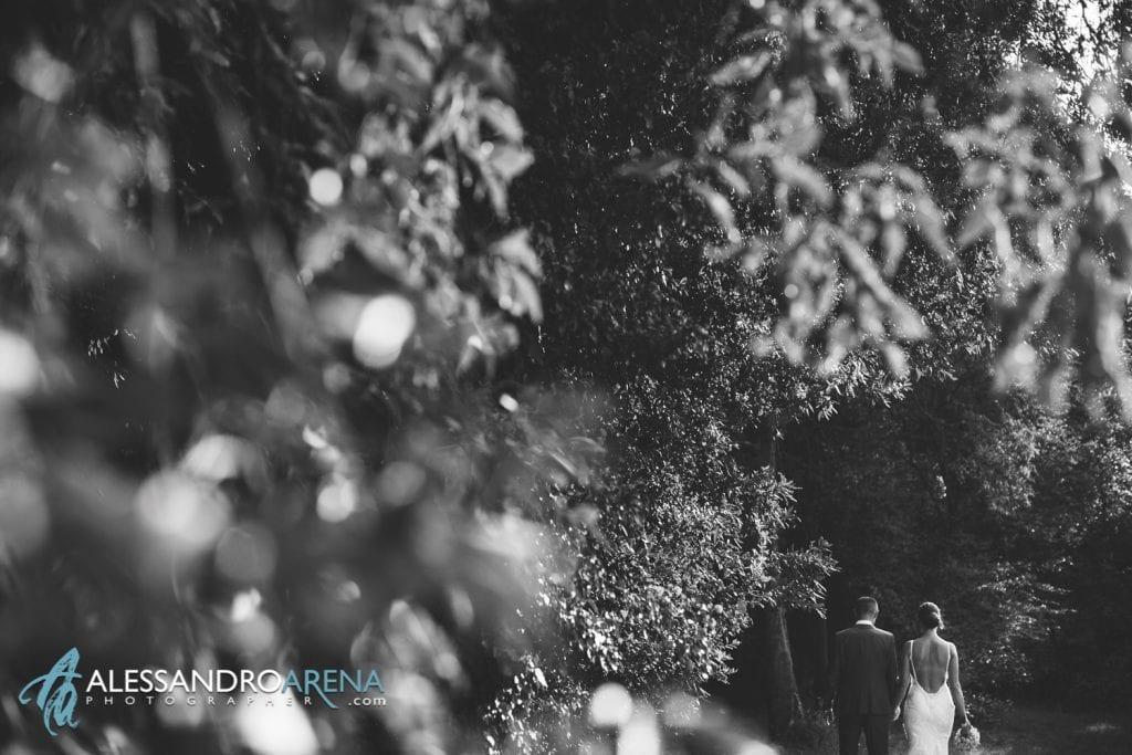 Passeggiata tra gli sposi - Foto Matrimonio Sposi - Destination Wedding Lago di Garda