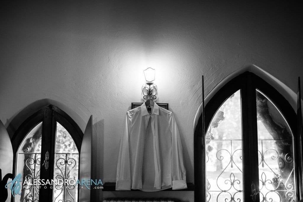 Foto preparativi sposo - La camicia - Lago di Garda - provincia di Verona