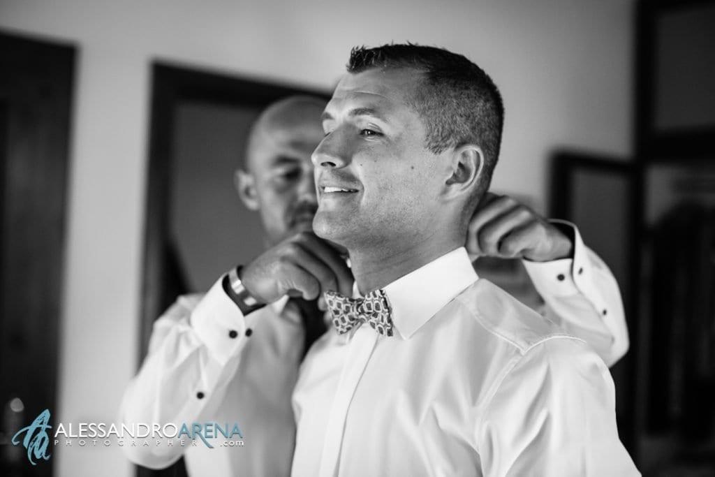 lo sposo indossa il Papillon - Lago di Garda - provincia di Verona