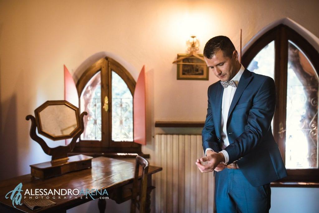 lo sposo sistema la giacca - Lago di Garda - provincia di Verona