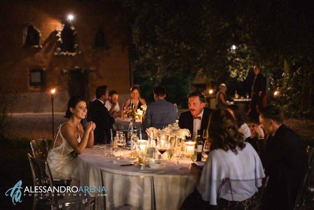 Sposa con gli invitati - Location per matrimonio Lago di Garda