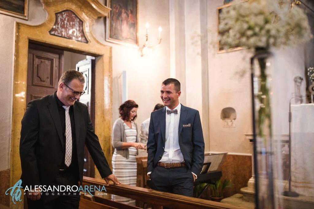 Lo sposo attend ala sposa - Matrimonio Chiesa San Martino di Albisano - Lago di Garda - fotografo provincia di verona