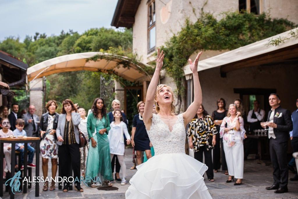Lancio del bouquet al Mulino dell'olio Varese