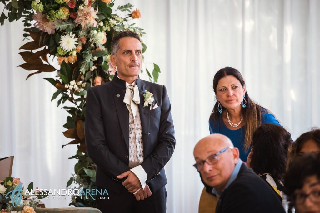 Lo sposo ha appena visto la sposa