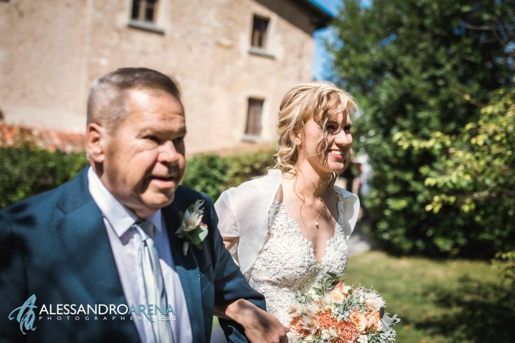 La sposa accompagnata dal papà