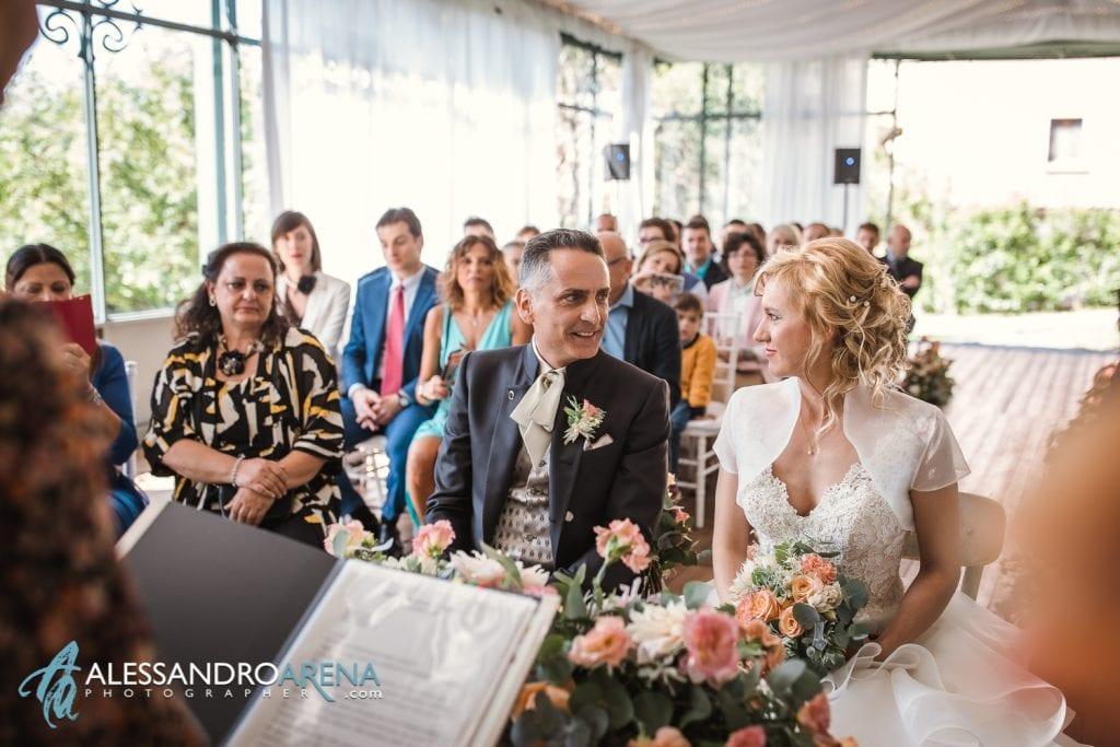 Sguardo tra gli sposi